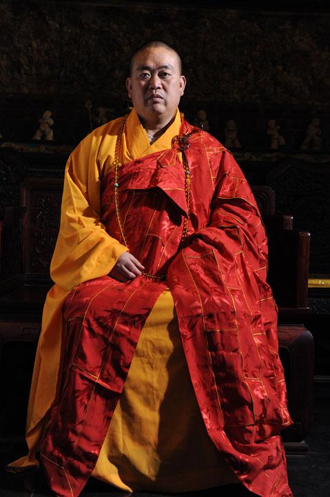 Auf dem Foto sieht man den ehrwürdigen Abt des Shaolin Klosters Shi Yong Xin.