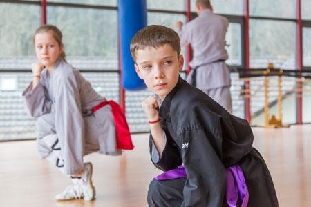 Kinder beim Unterricht im Shaolin Chan Tempel Luzern - Schweiz.
