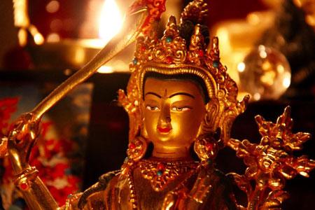 Goldene Statue von Buddha Manjuhri im Shaolin Chan Tempel Luzern - Schweiz.