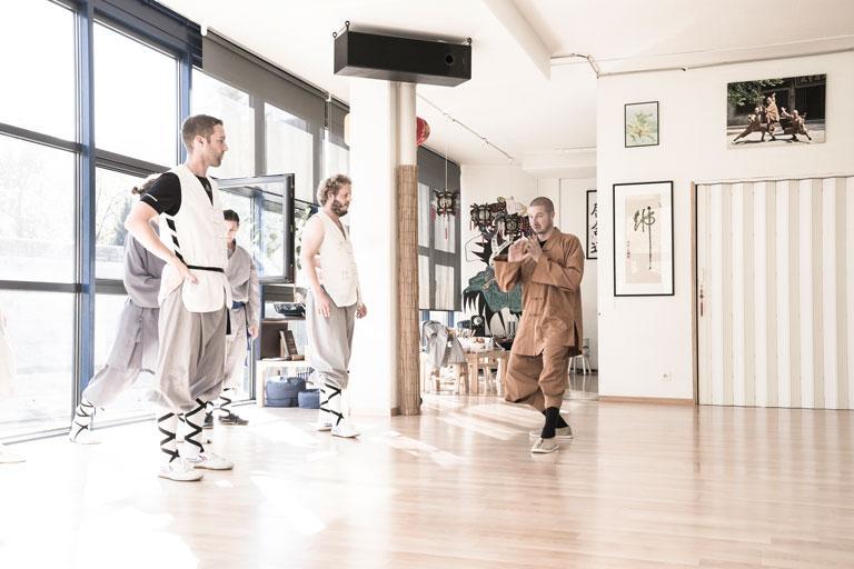 Unterricht im Shaolin Chan Tempel Luzern - Schweiz bei Meister Shi Yong Wen, Thomas Degen.