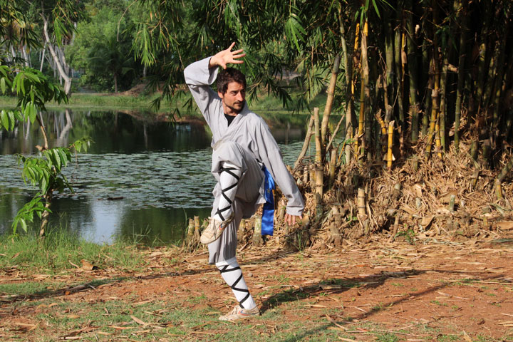 Toni in Shaolin Kung Fu Pose - Trainingslager Indien 18