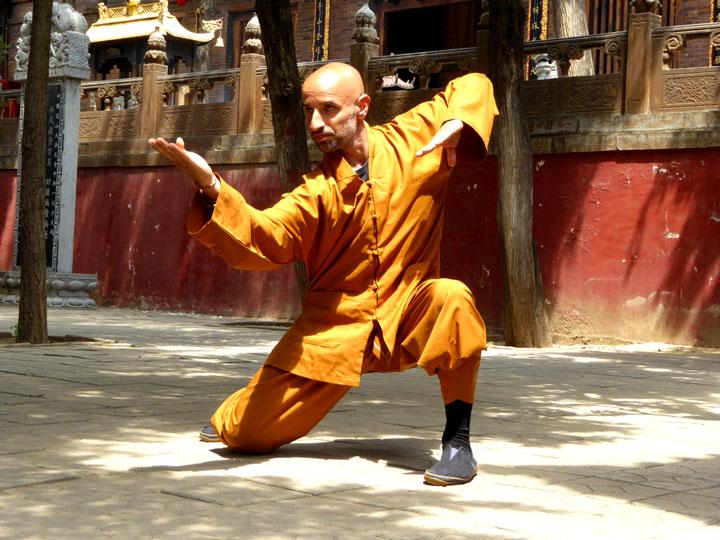 Meister Salvi Ferrara (Lin Ying) im Fa Wang Si Tempel bei Kung Fu Übungen.