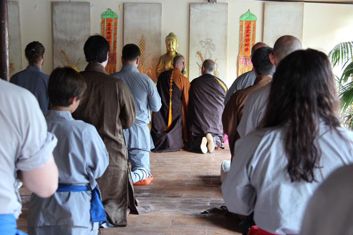 Zeremonielle Aufnahme von Shi Yan Jia als Schüler von Shi Xing Long.
