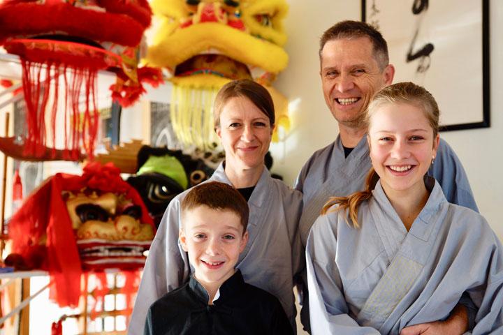 World Kuoshu Championship Tournament Teilnehmerin mit Familie.