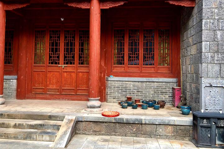 Das ist ein Bild von einem Tempel Eingang