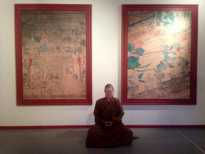 Shaolin Wochenaufenthalterin bei der Meditation.