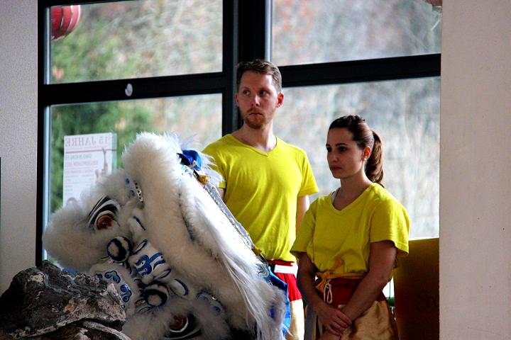 Shaolin Löwentanzteam bei einem Auftritt.