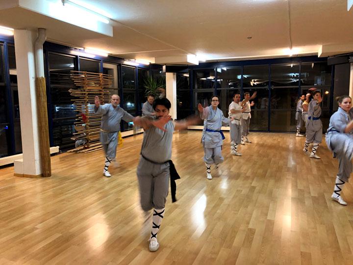 Schüler beim Kung Fu Unterricht.