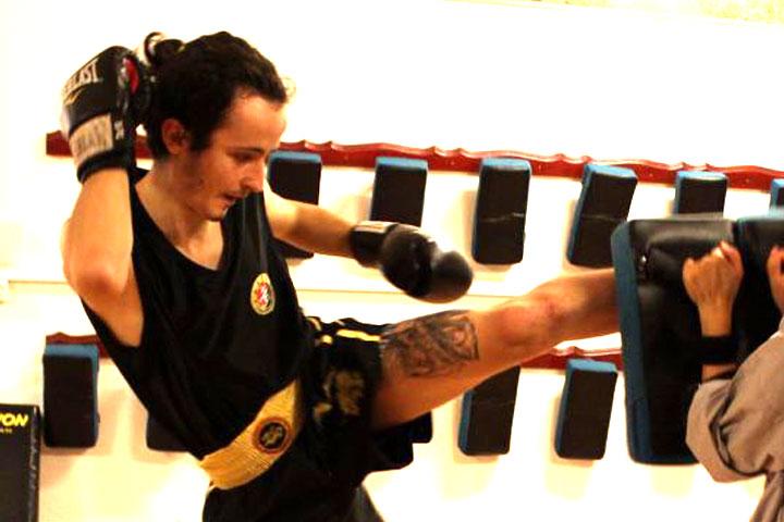 Dimitri beim Sanda Kampfsport Unterricht in Luzern.