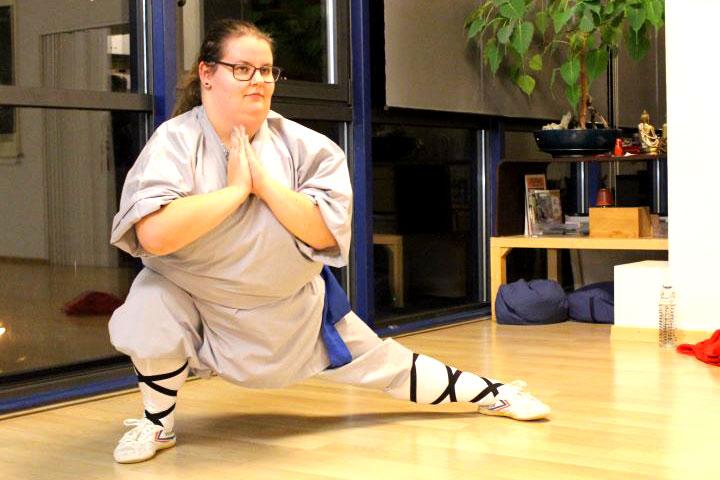 Jasmin bei einer Kung Fu Form.