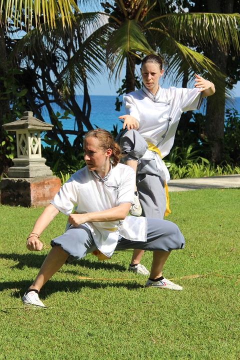 Stefanie Kaufmann (Lin Feng) und Stefanie Burri (Lin Yue) zeigen eine Kung Fu Position