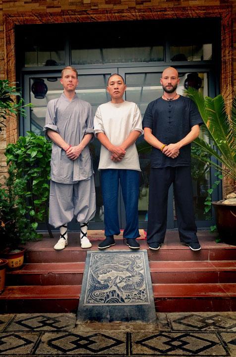 Shaolin Kung Fu Familie Wang - Shi De Feng, Shi Xing Long und Serge Kaulitz.