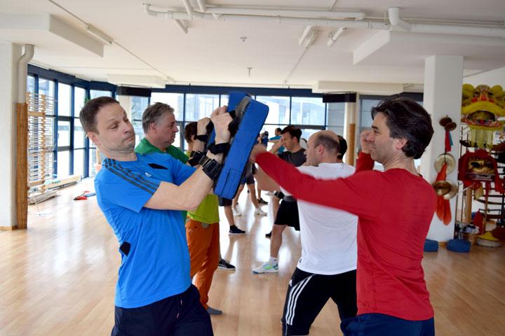 Schlagtraining im Shaolin Chan Tempel Schweiz. Teamevent mit Schindler Aufzüge AG.