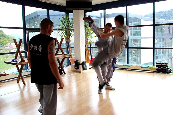 Nando der Kampfmönch bei einem Shaolin Kung Fu Kick