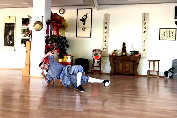 Nando der Kampfmönch beim Kung Fu Training.