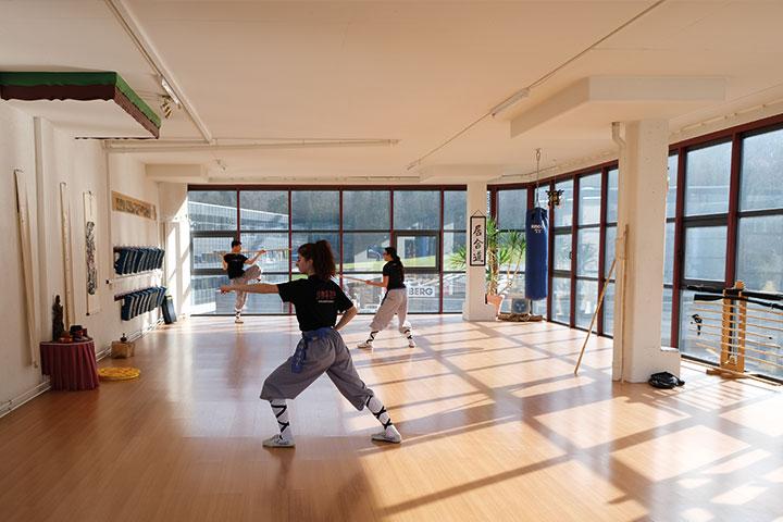 Gruppe beim Kung Fu Training.