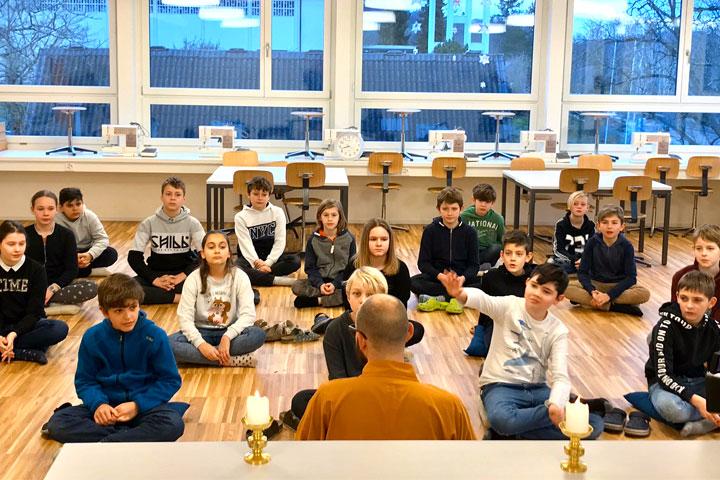 Kinder-Meditation-in-Schulen_1