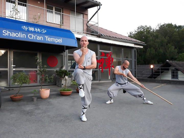 Zwei Kung Fu Schüler beim Training